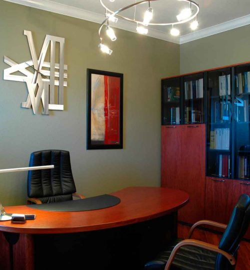 Small-Office-Design-Decorated-with-Modern-Office-Furniture-using-Leather-Chair-and-Unique-Chandelier-Lighting